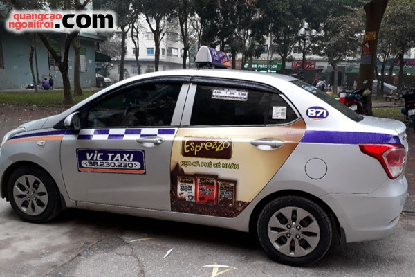 kẹo gừng Gingerbon và kẹo cà phê Esprezzo quảng cáo trên taxi