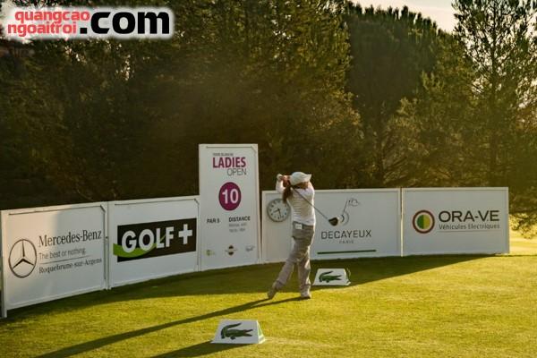 quảng cáo trên sân golf