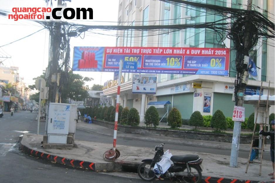 quảng cáo treo banner, băng rôn, cờ phướn