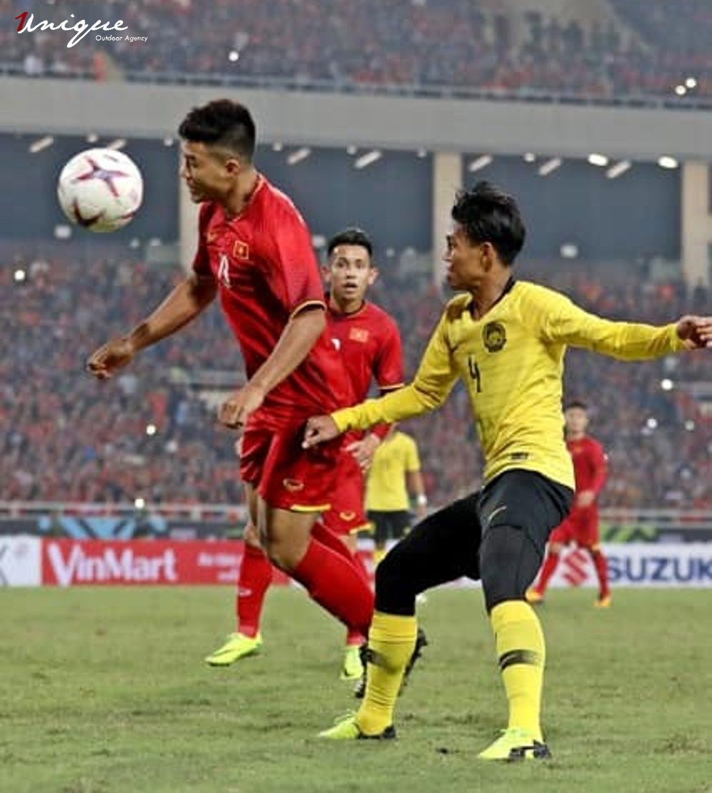 pano quảng cáo trên sân bóng mỹ đình trận chung kết AFF Cup