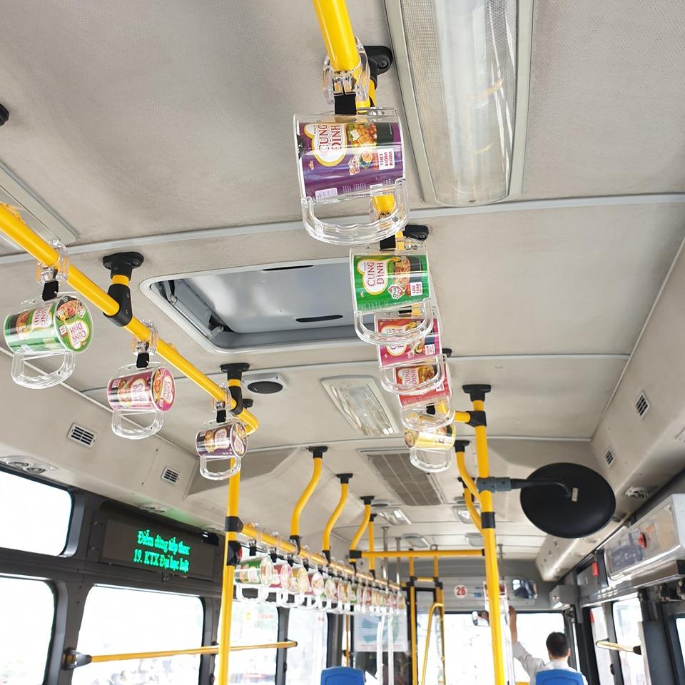 quảng cáo tay cầm xe buýt sáng tạo