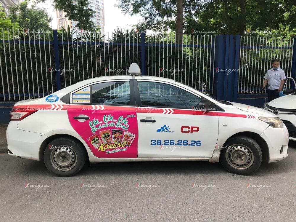 dán quảng cáo taxi trên cửa xe