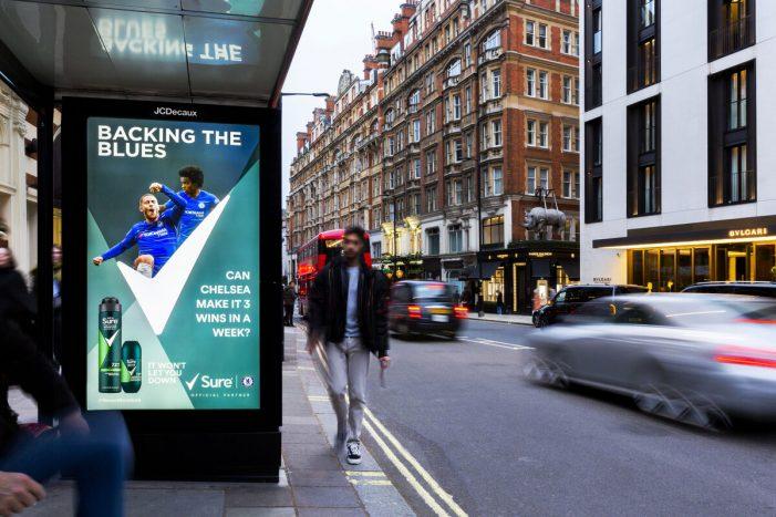 hình ảnh quảng cáo bóng đá