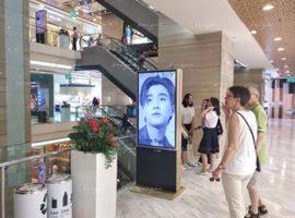 Perth Tanapon quảng cáo lcd tại Vincom Đồng Khởi