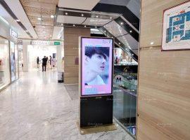 Saint Suppapong quảng cáo màn hình Lcd tại trung tâm thương mại Vincom center Đồng Khởi