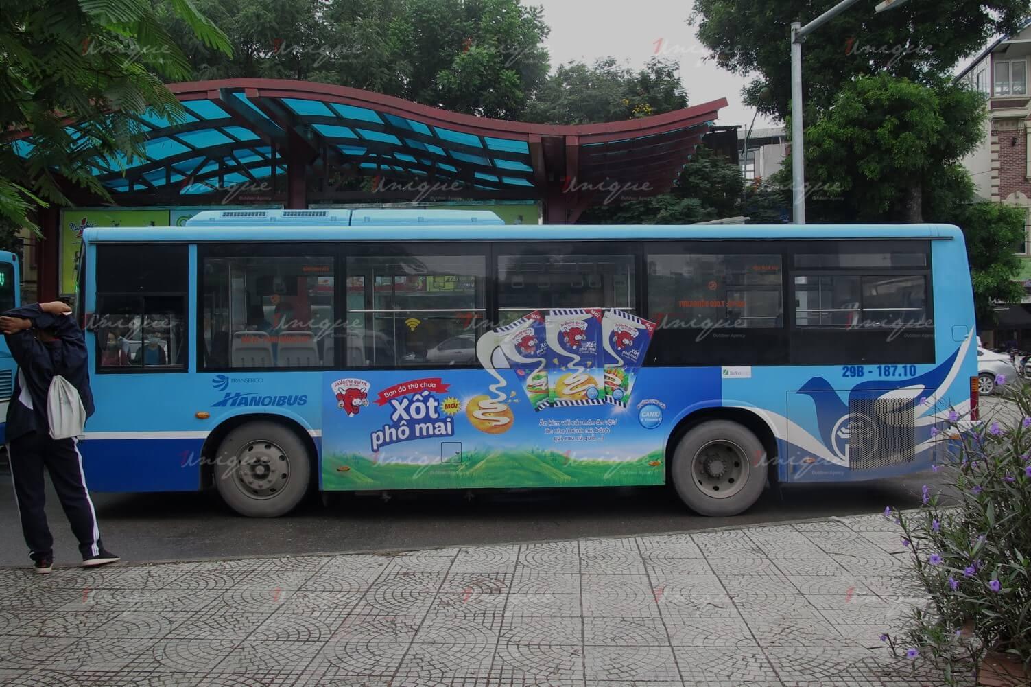 quảng cáo xe buýt cho con bò cười