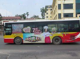 quảng cáo xe buýt cho mỳ cung đình