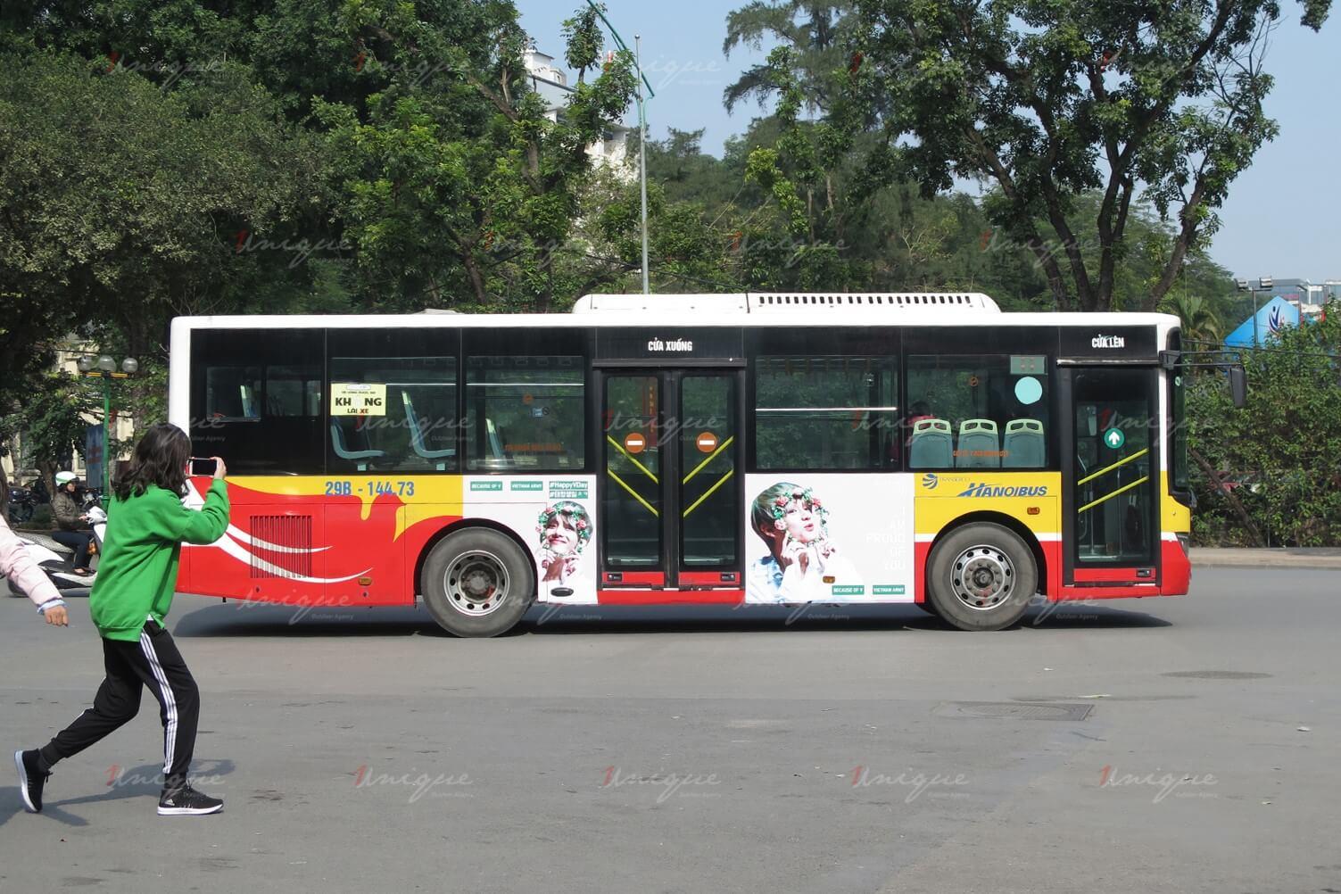 quảng cáo xe buýt cho V BTS