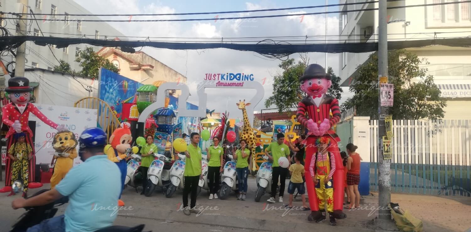 Chiến dịch Roadshow của Just Kidding