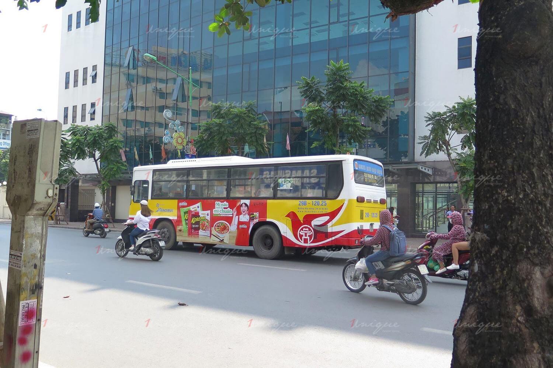 quảng cáo xe buýt cho mỳ koreno