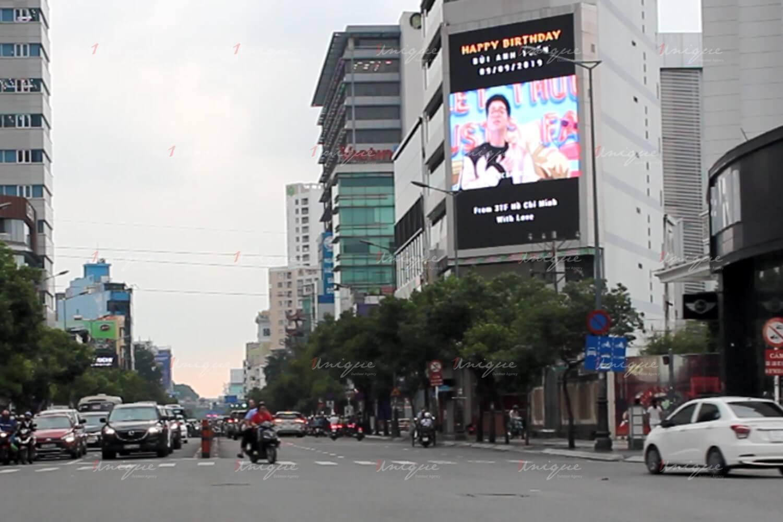 Bùi Anh Tuấn quảng cáo màn hình Led ngoài trời