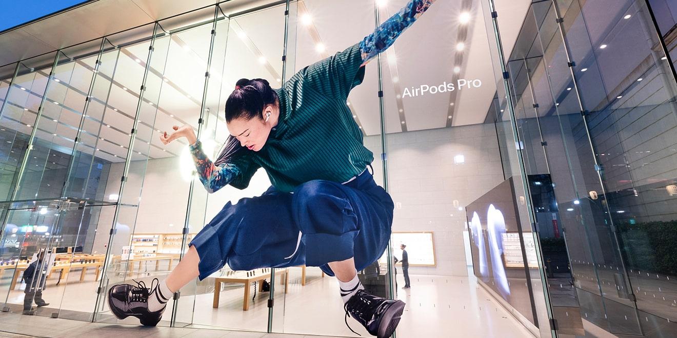 Apple quảng cáo ngoài trời quảng bá AirPods Pro