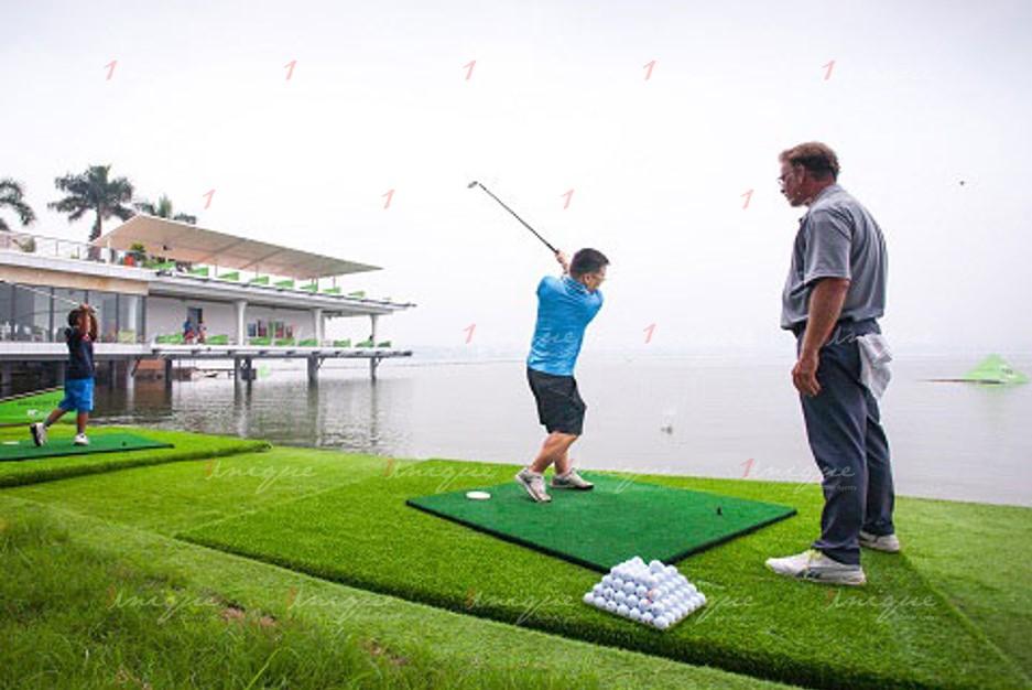 Quảng cáo trên sân tập Golf BRG