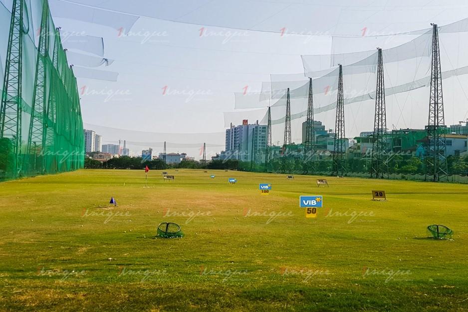 Quảng cáo trên sân tập Golf Mipec