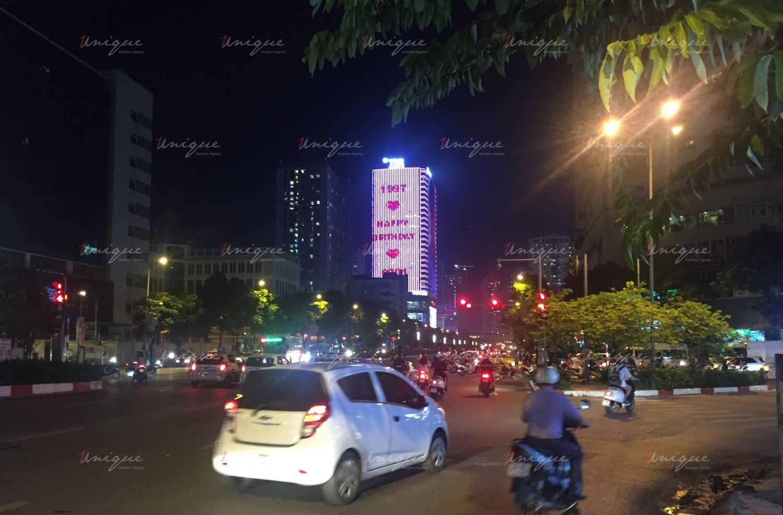 phát sóng hình ảnh Jungkook lên LED building TNR Tower và màn hình LCD tại TTTM trên toàn quốc