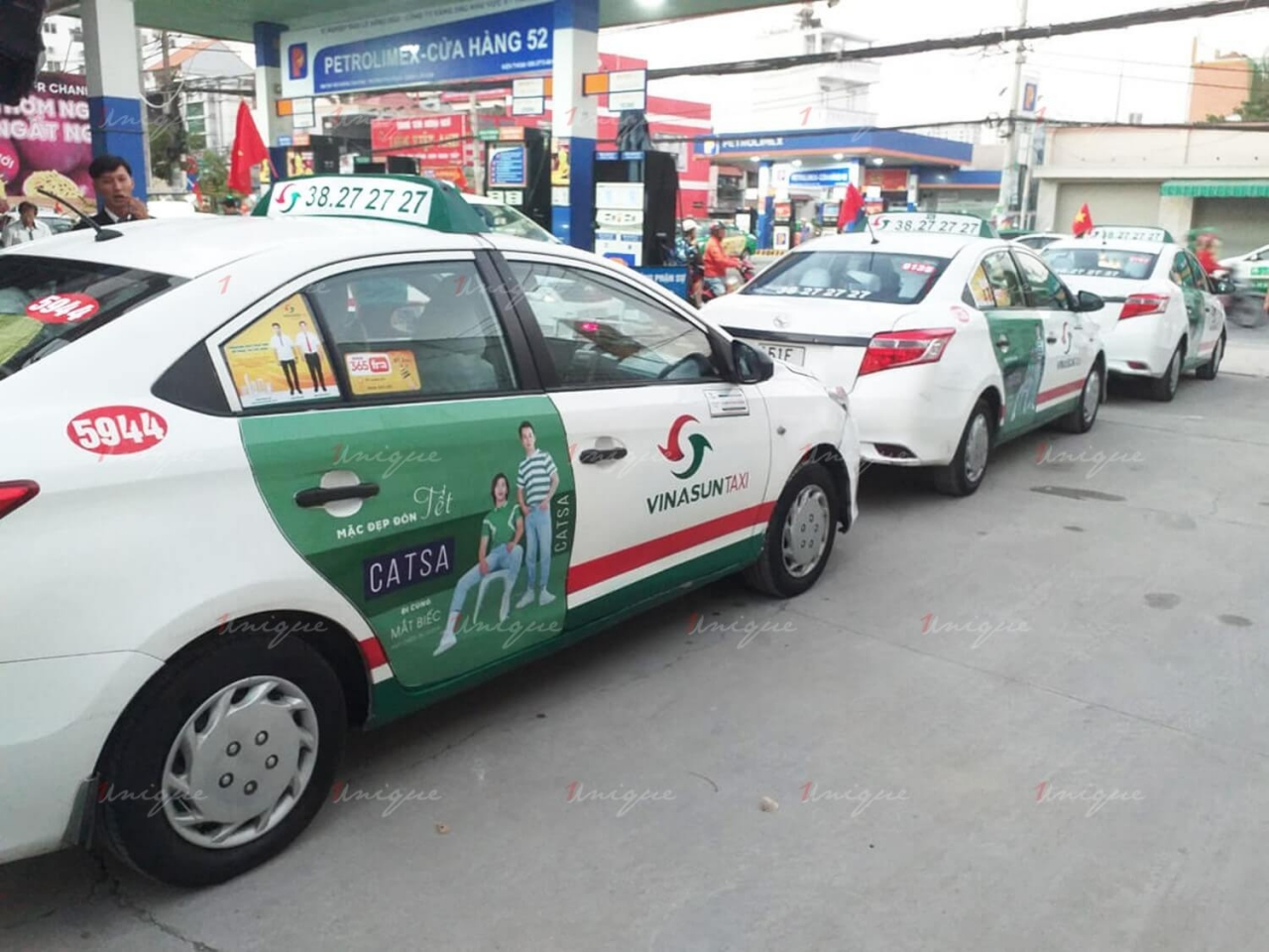 catsa quảng cáo trên xe taxi