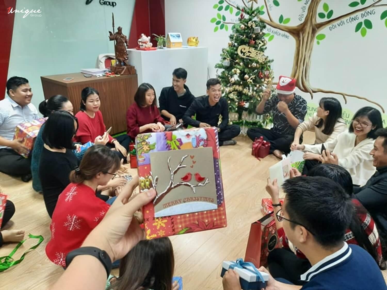 Giáng Sinh rộn ràng niềm vui của Unique