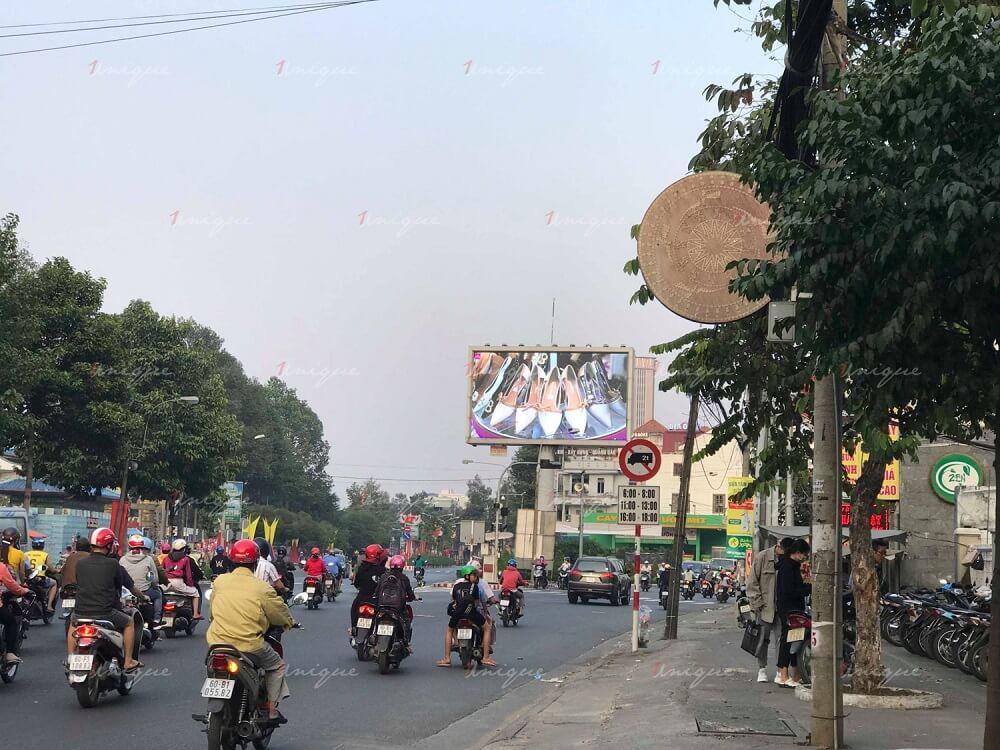 Gót Xinh Shoes quảng cáo màn hình Led ngoài trời tại ngã ba Vườn Mít (Biên Hòa, Đồng Nai)