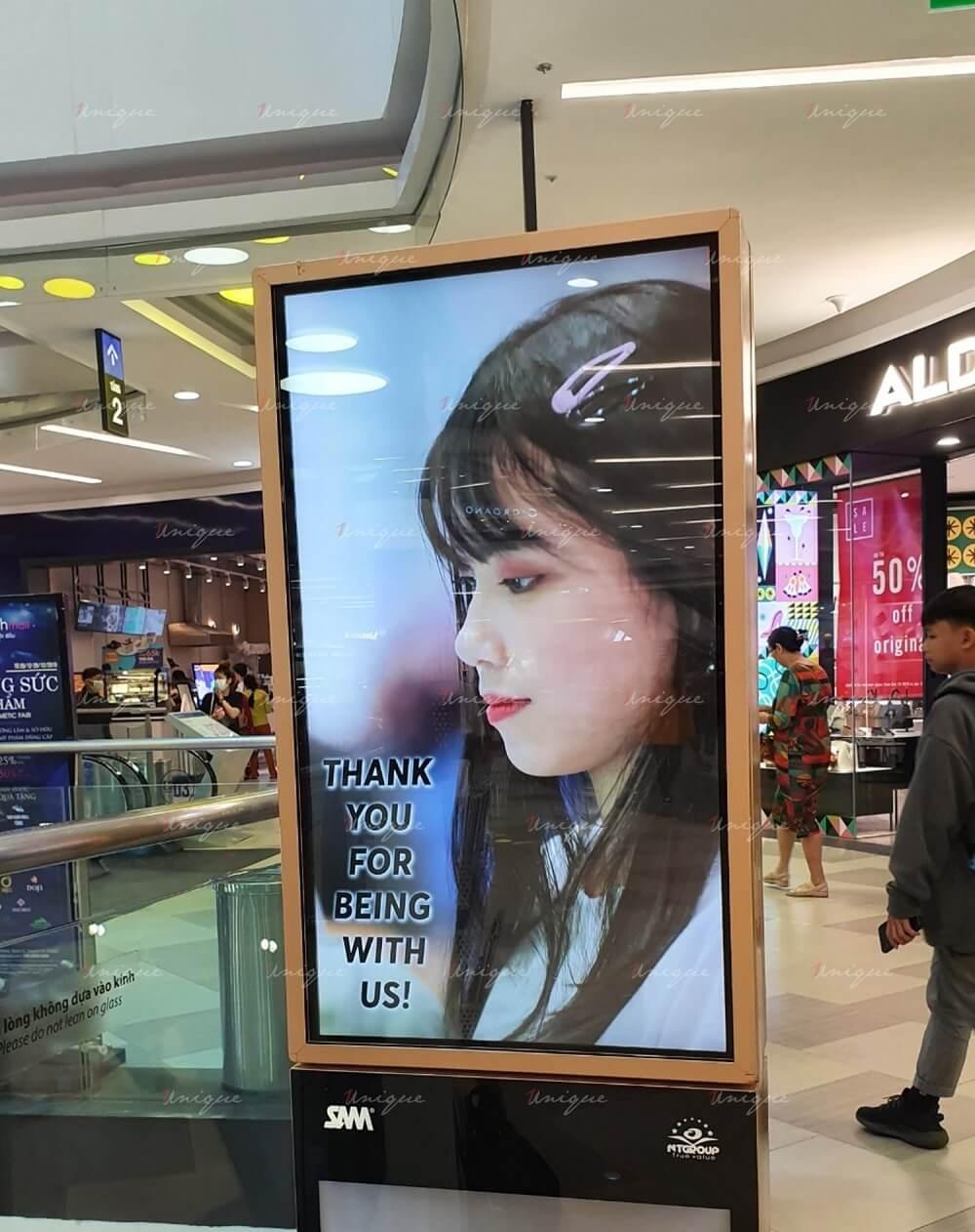 Quảng cáo màn hình LCD chúc mừng sinh nhật Janie SGO48