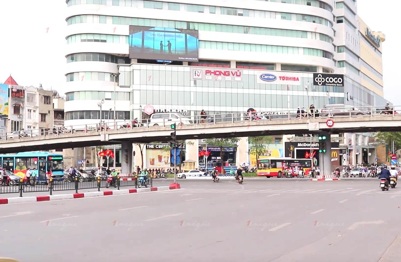 Màn hình Led quảng cáo ngoài trời tại nút giao Thái Hà - Chùa Bộc