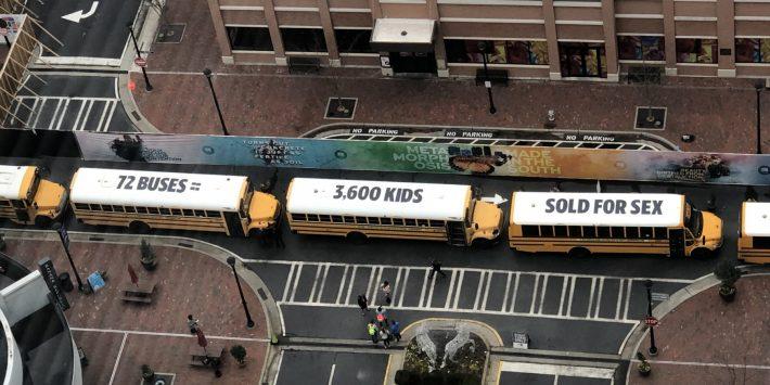 72 chiếc xe buýt ghép thành thông điệp chống tệ nạn mại dâm trẻ em