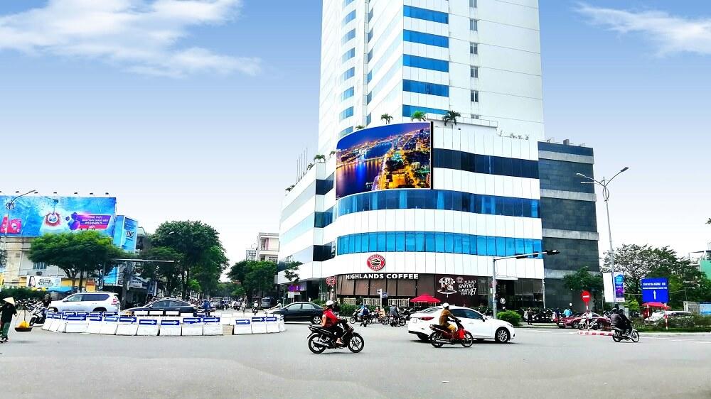 Màn hình Led quảng cáo tại vòng xoay Nguyễn Văn Linh, Hoàng Diệu - Đà Nẵng
