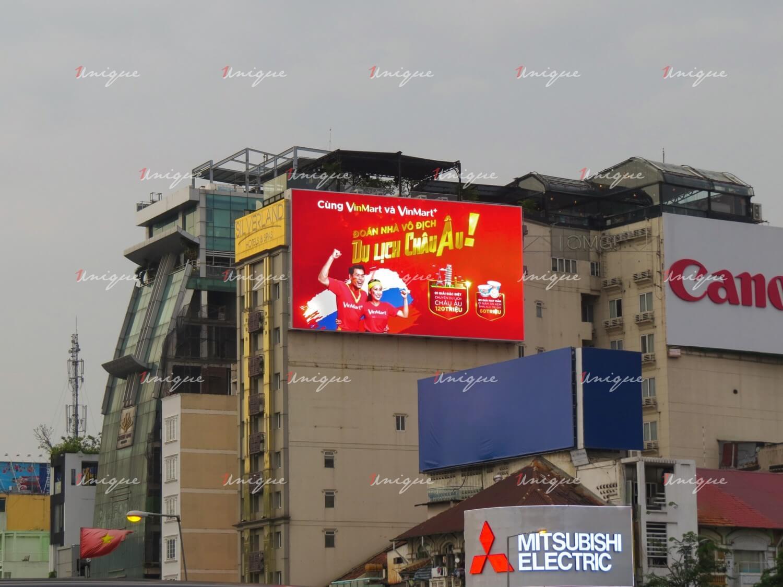 Tâm lý học màu sắc trong thiết kế quảng cáo ngoài trời