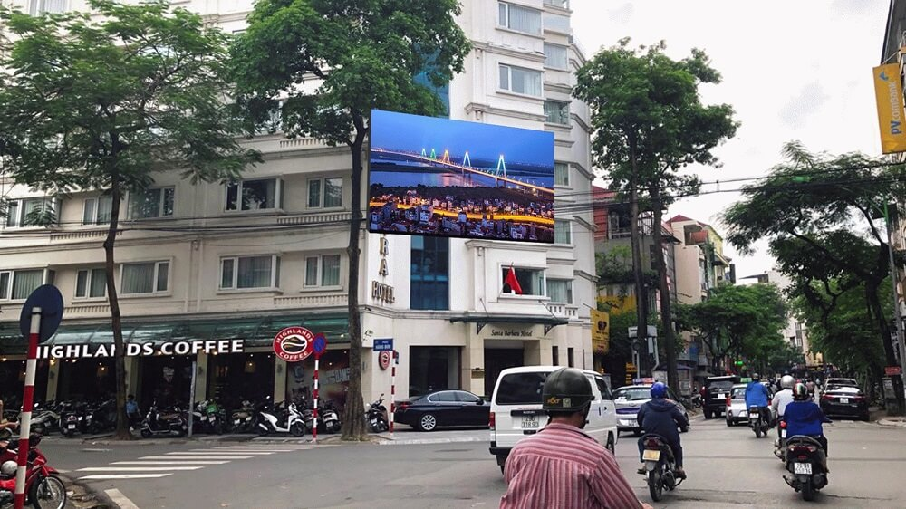 Màn hình Led quảng cáo tại nút giao Quán Thánh - Hàng Bún