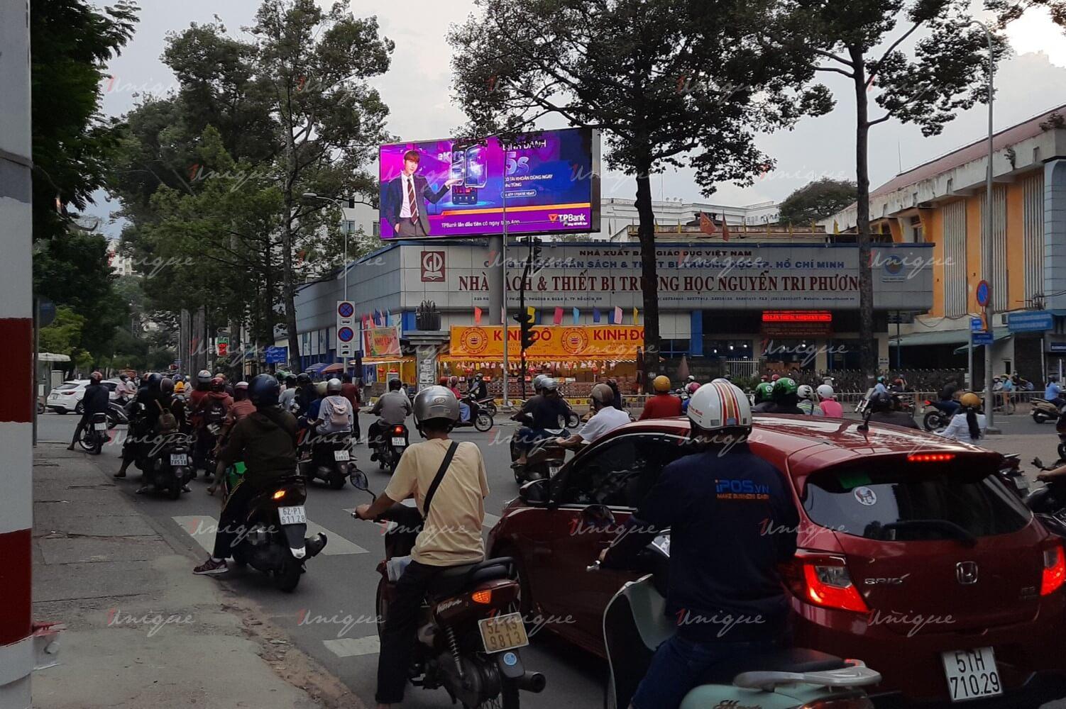 Màn hình Ledquảng cáo ngoài trời tại 223 Nguyễn Tri Phương (ngã tư Hùng Vương)