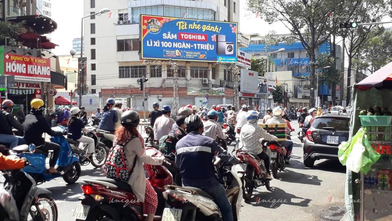 Màn Led quảng cáo tại ngã tư Trần Hưng Đạo - Nguyễn Biểu, Quận 5