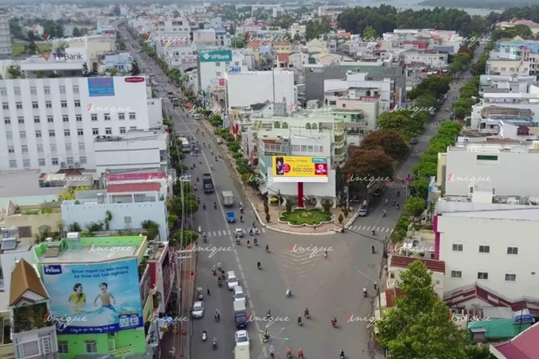 màn hình led quảng cáo tại ngã ba Trần Hưng Đạo – Tôn Đức Thắng – Long Xuyên