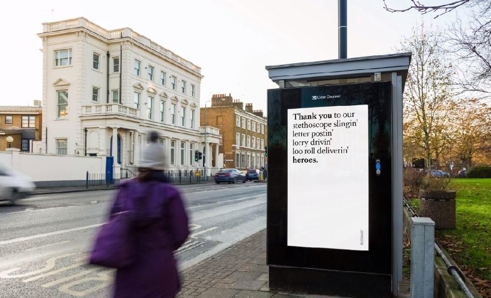 Quảng cáo ngoài trời Anh cảm ơn các nhân viên y tế đang chiến đấu chống Covid-19