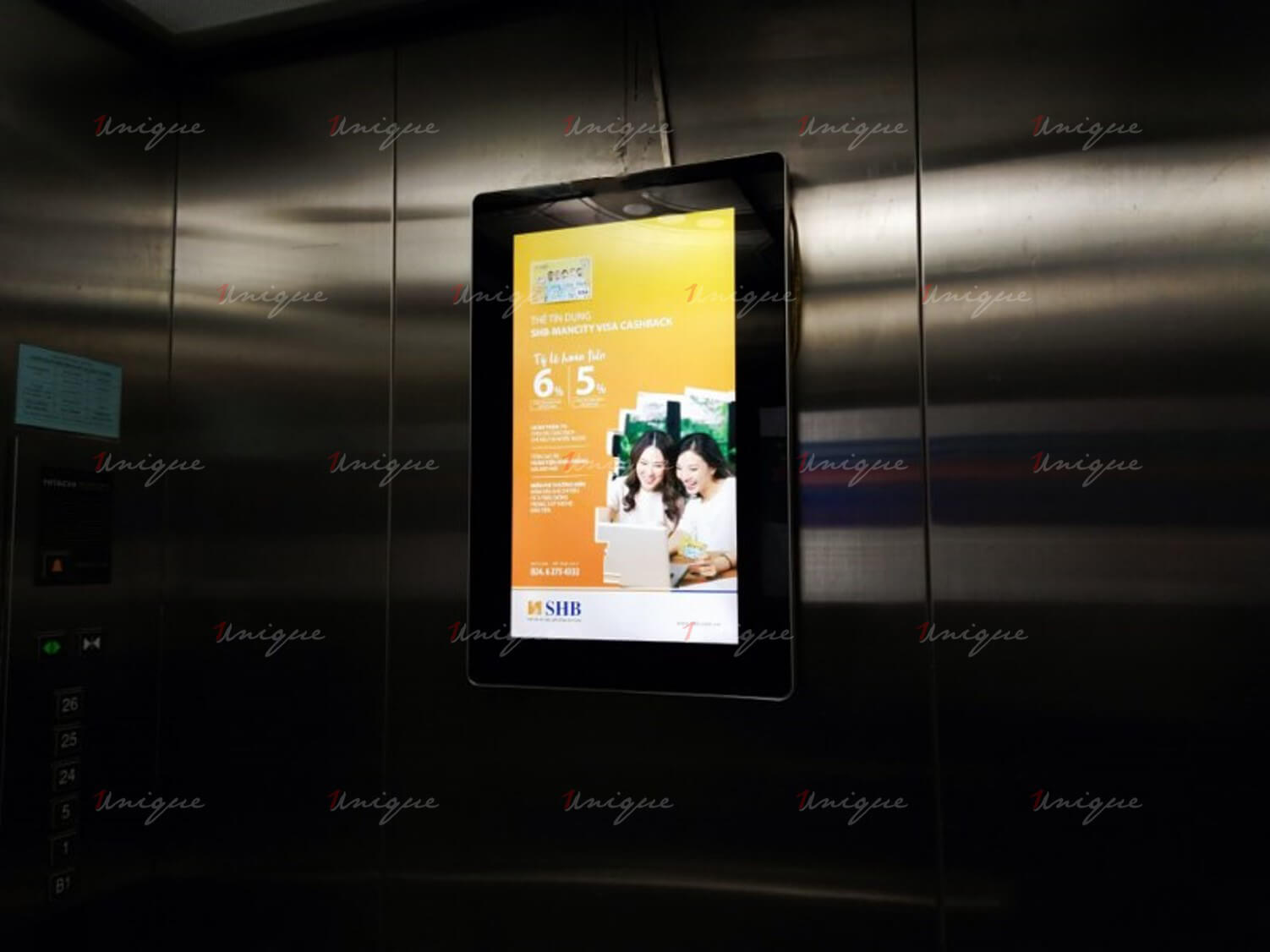 Quảng cáo Poster Frame