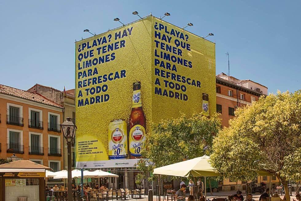 bảng quảng cáo ngoài trời khổng lồ từ 14.000 quả chanh của bia Amstel Radler