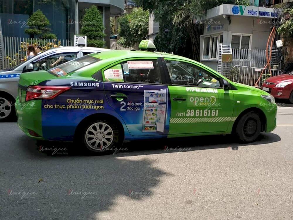 dán quảng cáo tràn đuôi xe taxi