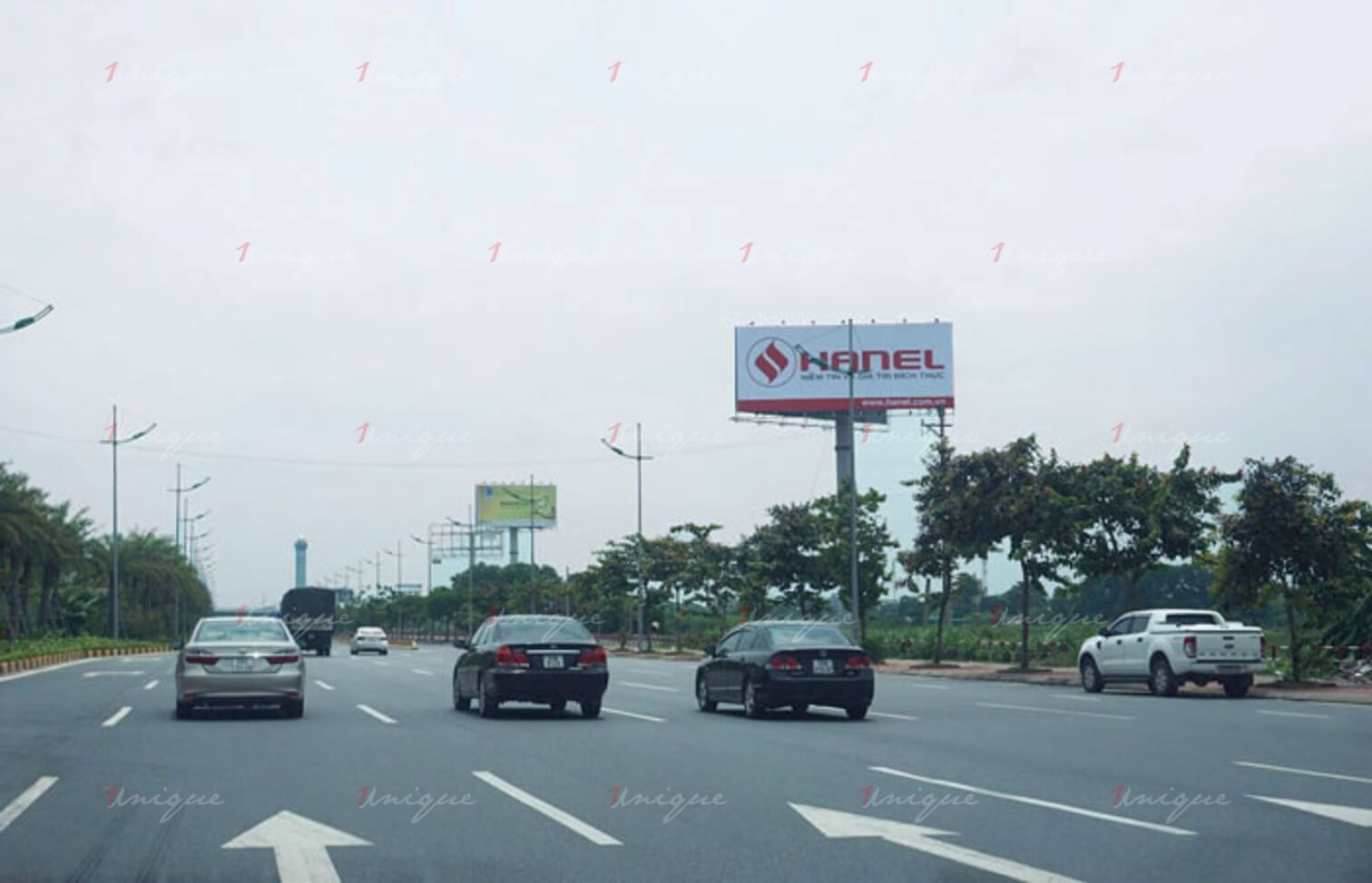 quảng cáo trên đường cao tốc