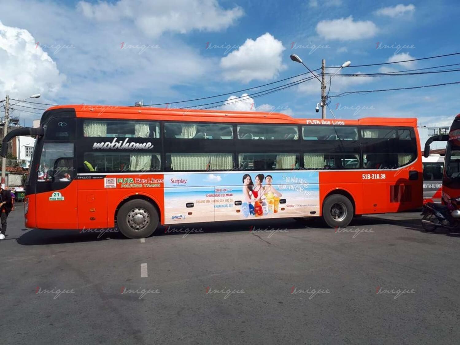 quảng cáo trên xe khách