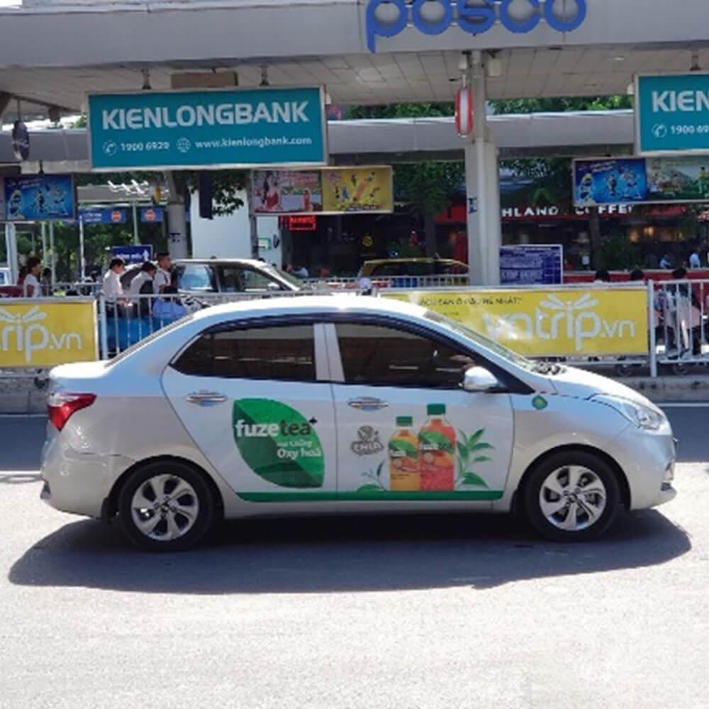 quảng cáo trên xe ô tô