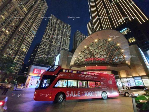 Luxury roadshow quảng cáo trên xe buýt hai tầng của Vincom