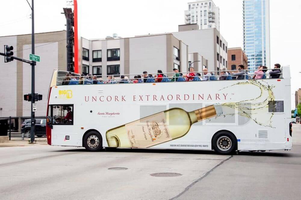 những chiến dịch quảng cáo trên xe bus 2 tầng sáng tạo