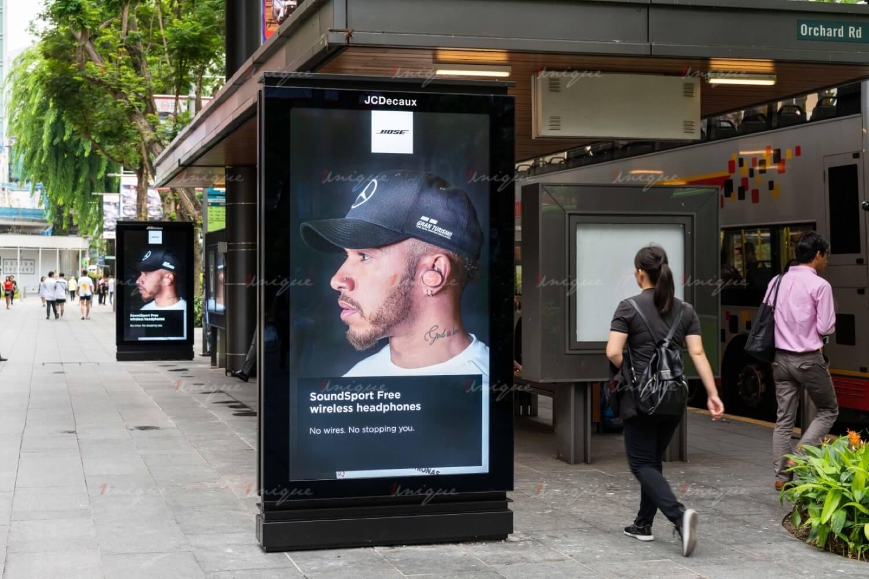quảng cáo màn hình kỹ thuật số tại nhà chờ xe buýt