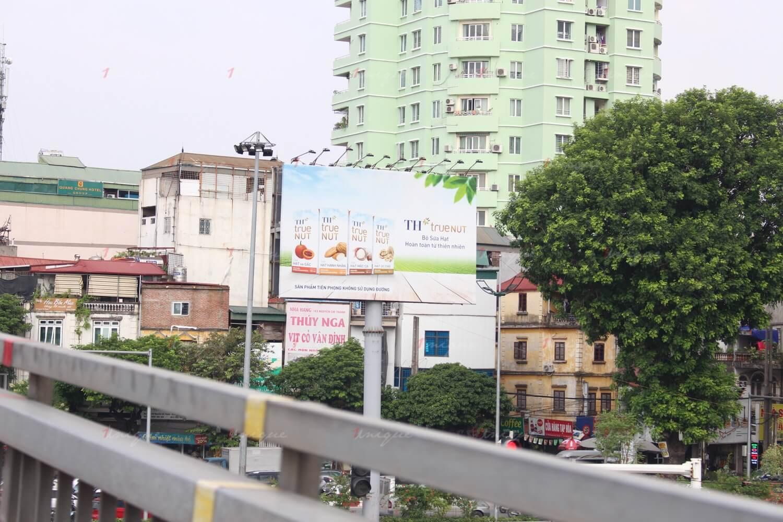 Billboard quảng cáo tại cầu vượt Trần Duy Hưng