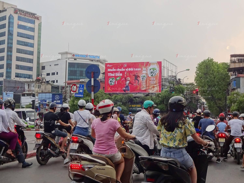 pano quảng cáo tại ngã tư giảng võ láng hạ đê la thành hà nội