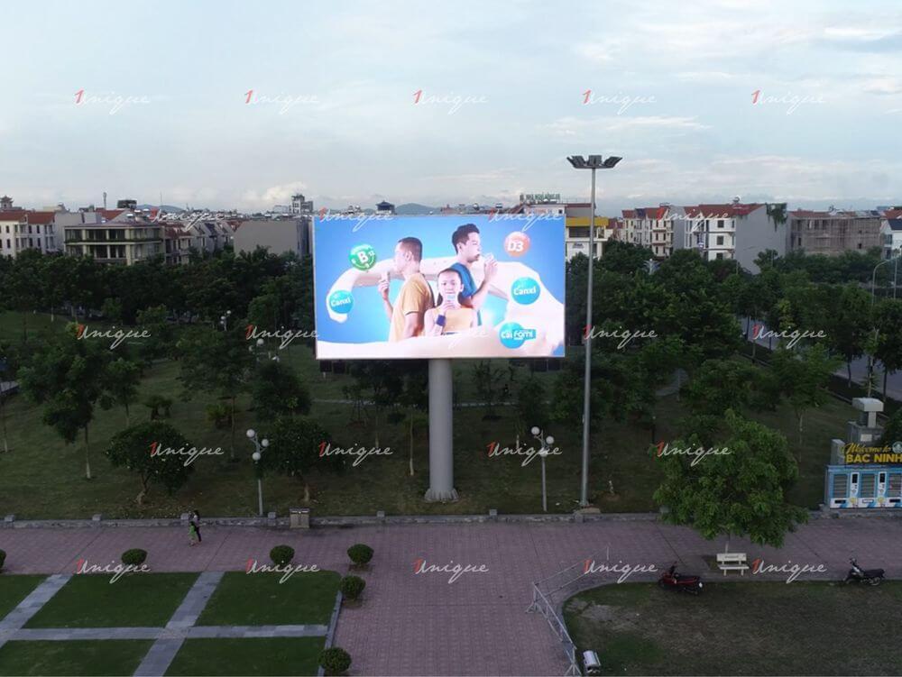 Sữa đậu nành Fami quảng cáo trên màn hình Led ngoài trời
