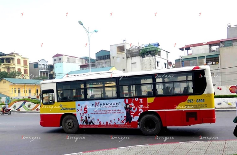 Mathnasium quảng cáo trên xe bus