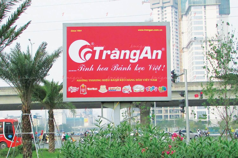 quảng cáo biển hộp đèn trên đại lộ Thăng Long, Hà Nội