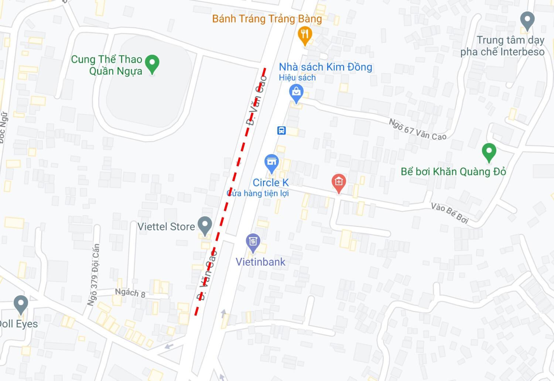 Biển quảng cáo hộp đèn trên đường Văn Cao, Hà Nội