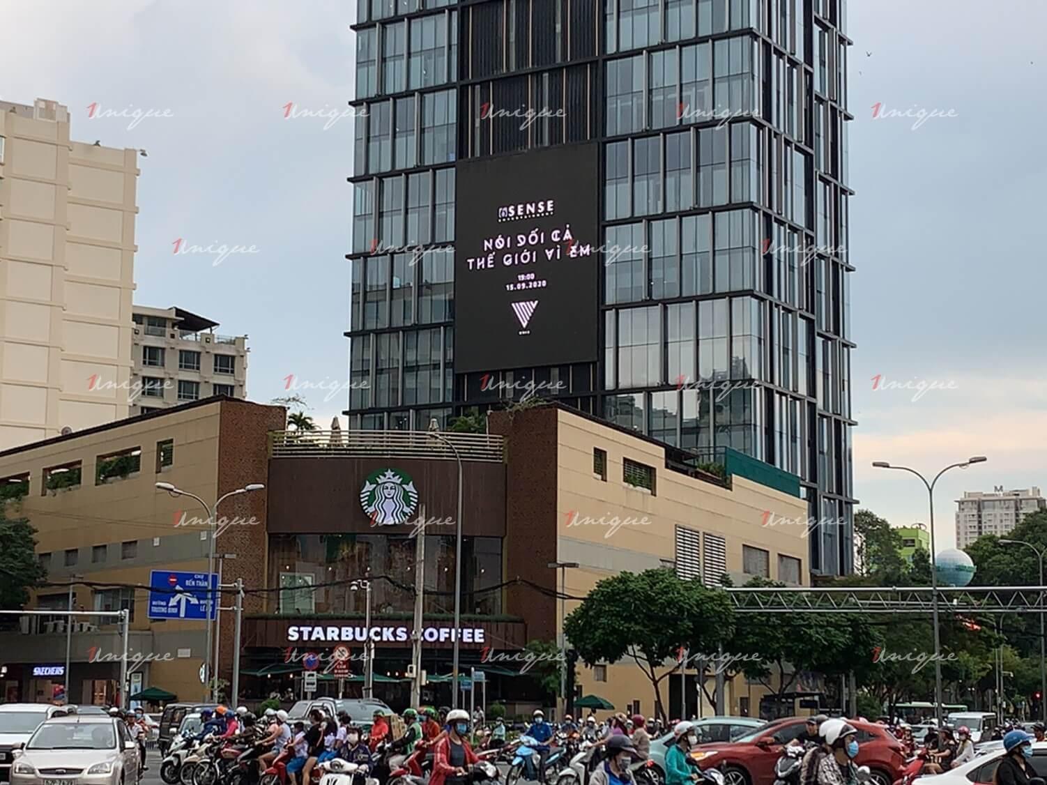 UNI5 quảng bá MV comeback trên màn hình Led A&B Tower