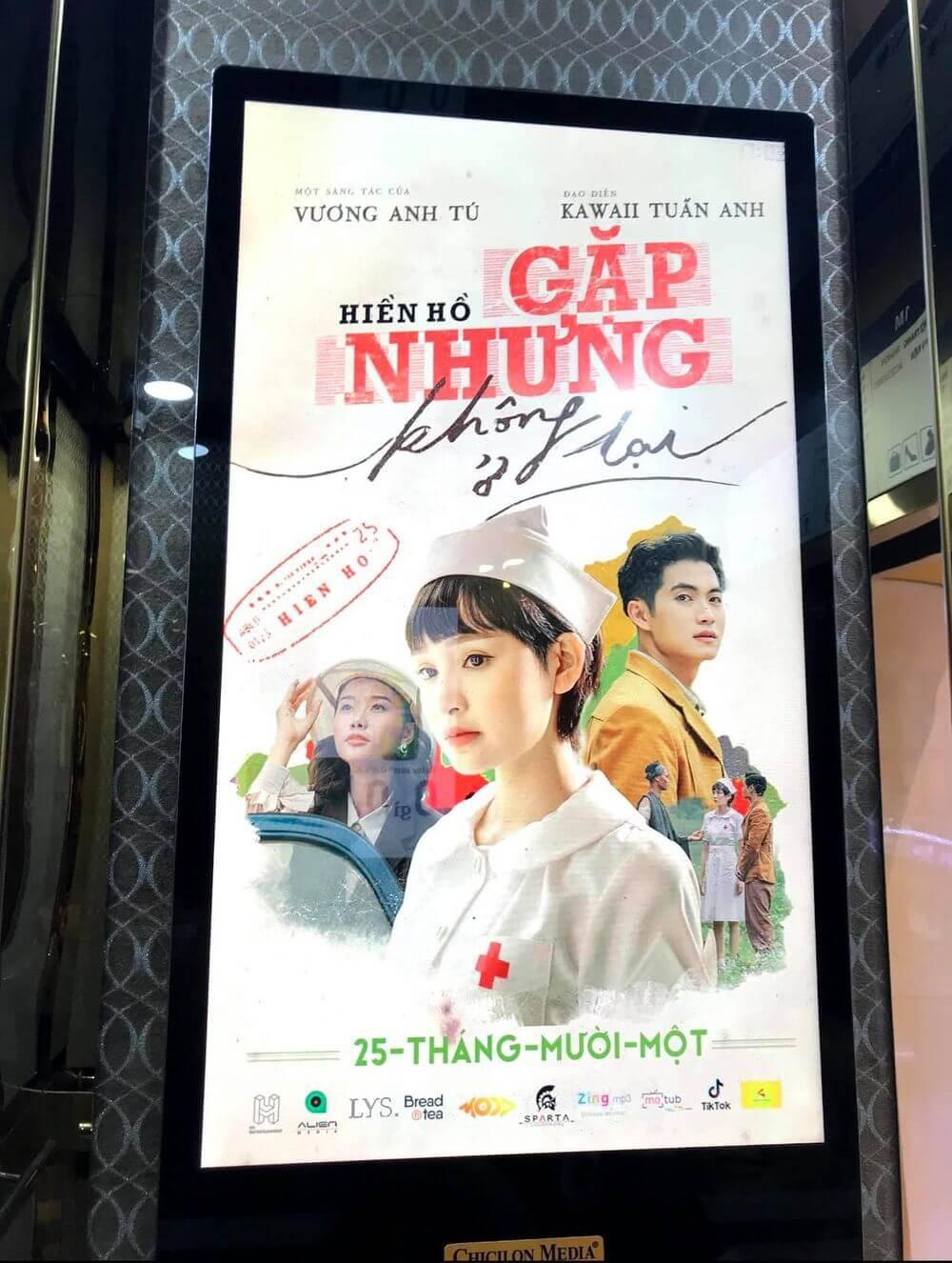 FC Hiền Hồ chạy quảng cáo ngoài trời quảng bá MV gặp nhưng không ở lại