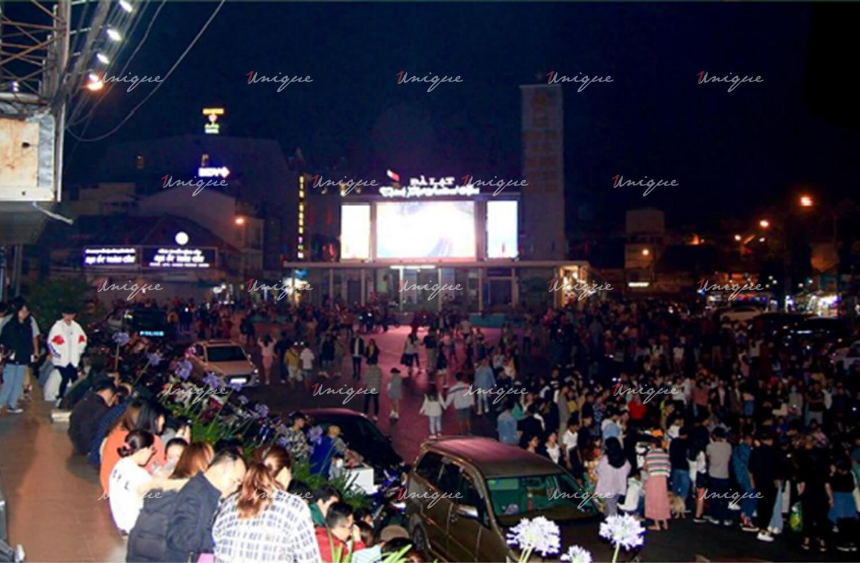màn hình Led quảng cáo ngoài trời rạp hát Hòa Bình (Tp.Đà Lạt)